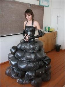 Vestidos de época con bolsas reciclables
